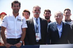 Mark Webber, Chase Carey, directeur exécutif du Formula One Group, Jean Todt, président de la FIA
