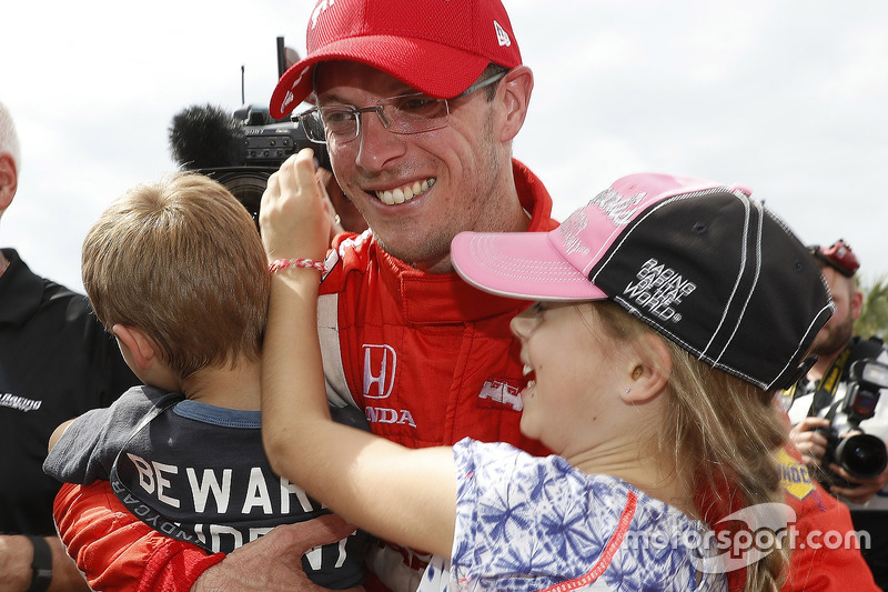 1. Sébastien Bourdais, Dale Coyne Racing. Honda, mit Tochter Emma und Sohn Alex