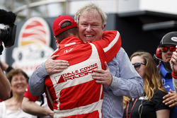 Race winner Sébastien Bourdais, Dale Coyne Racing Honda and Dale Coyne celebrating