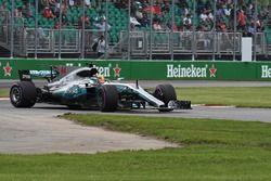 Lewis Hamilton, Mercedes-Benz F1 W08, sort de la piste