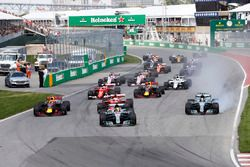 Start: Lewis Hamilton, Mercedes AMG F1 W08, Max Verstappen, Red Bull Racing RB13, Sebastian Vettel, Ferrari SF70H, Valtteri Bottas, Mercedes AMG F1 W08, Kimi Raikkonen, Ferrari SF70H