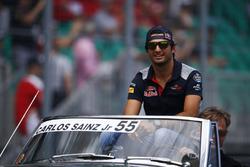 Carlos Sainz Jr., Scuderia Toro Rosso, on the drivers' parade