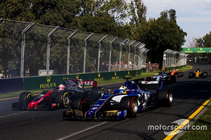 Marcus Ericsson, Sauber C36 y Kevin Magnussen, Haas F1 Team VF-17
