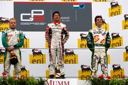 Podium: Pemenang balapan, Rio Haryanto; runner-up, Valtteri Bottas; peringkat ketiga, James Calado