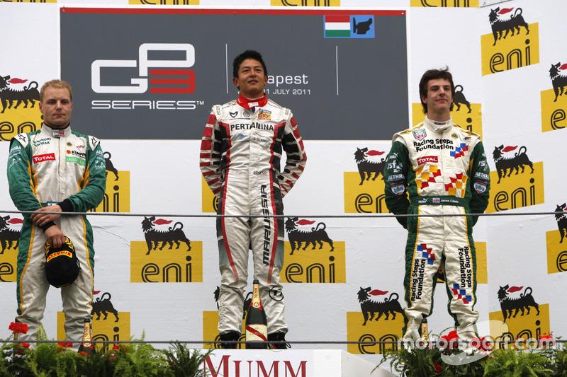 Podium Race 2 GP3 Hongaria 2011: Pemenang balapan, Rio Haryanto bersama Valtteri Bottas dan James Calado