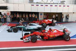 Race winner Valtteri Bottas, Mercedes AMG F1 W08, second place Sebastian Vettel, Ferrari SF70H and t