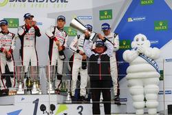 Podio: i vincitori dellla gara #8 Toyota Gazoo Racing Toyota TS050 Hybrid: Anthony Davidson, Sébasti