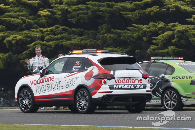 Craig Lowndes, Triple Eight Race Engineering Holden, after his crash