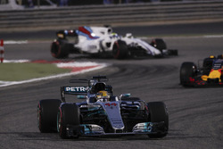 Lewis Hamilton, Mercedes AMG F1 W08, Max Verstappen, Red Bull Racing RB13, Felipe Massa, Williams FW40