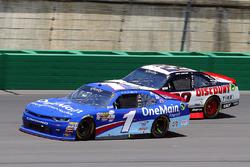 Elliott Sadler, JR Motorsports Chevrolet y Joey Logano, Team Penske Ford