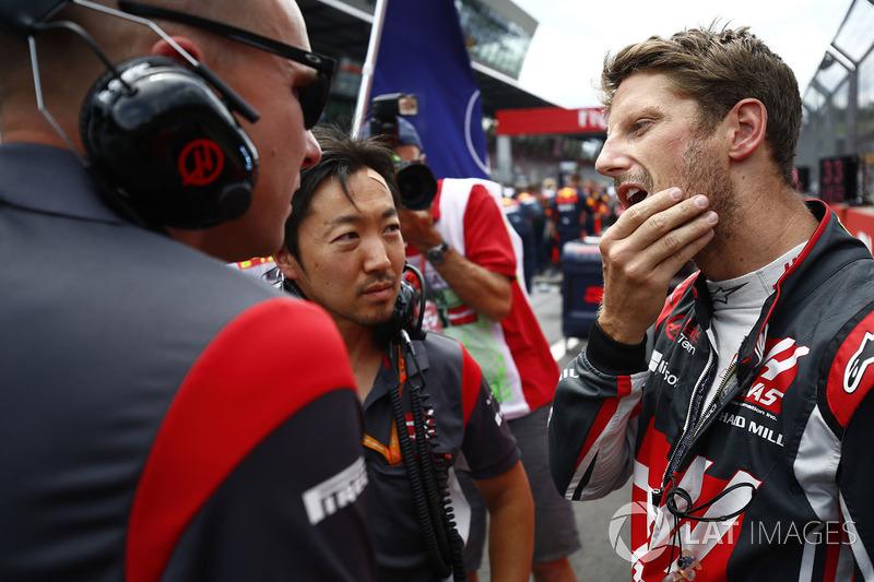Romain Grosjean, Haas F1 Team Team, Ayao Komatsu, Chief Race Engineer, Haas F1 Team Team
