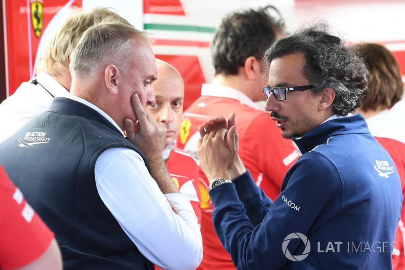 Laurent Mekies, director de seguridad de la FIA en el box de Ferrari