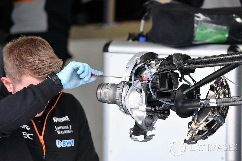 Sahara Force India VJM10 front wheel hub detail