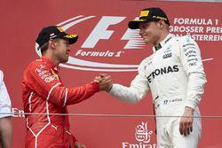 Tweede plaats Sebastian Vettel, Ferrari, Race winnaar Valtteri Bottas, Mercedes AMG F1