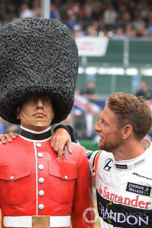 Jenson Button, McLaren, Palace Guard