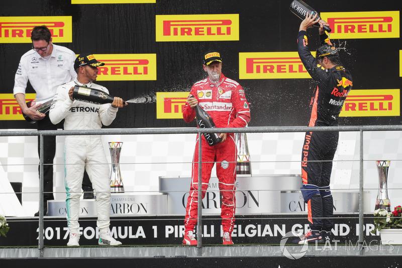 Podium: segundo, Sebastian Vettel, Ferrari, Lewis Hamilton, Mercedes AMG F1, tercero, Daniel Ricciardo, Red Bull Racing