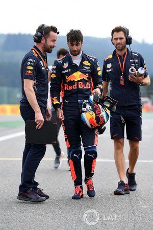 Гонщик Red Bull Racing Даниэль Риккардо и инженер команды Саймон Ренни