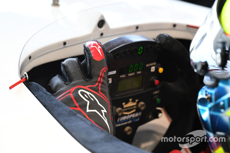 Zsolt Baumgartner, F1 Experiences 2-Seater driver and steering wheel