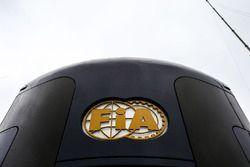 Motorhome et logo FIA