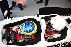 Zsolt Baumgartner yThomas Senecal, periodista de Canal +, en el auto Experiencia de la F1