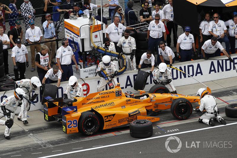 Fernando Alonso, McLaren-Honda-Andretti Honda pit stop