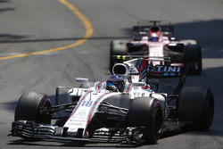 Lance Stroll, Williams FW40; Sergio Perez, Sahara Force India F1 VJM10