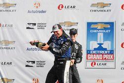 Podium: race winner Graham Rahal, Rahal Letterman Lanigan Racing Honda, third place Will Power, Team Penske Chevrolet