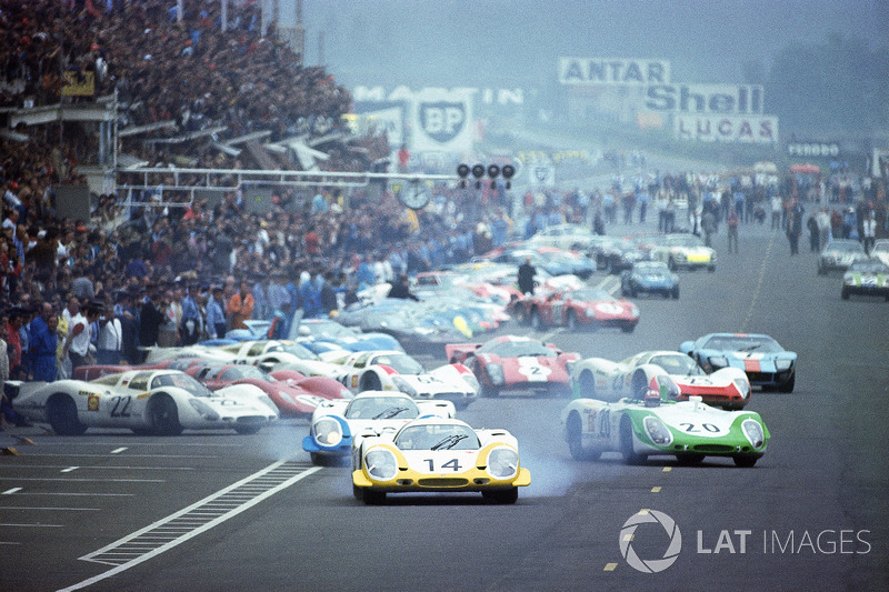 Le Mans, start: Rolf Stommelen, Vic Elford e Jo Siffert