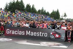 Homenaje de los pilotos a Angel Nieto