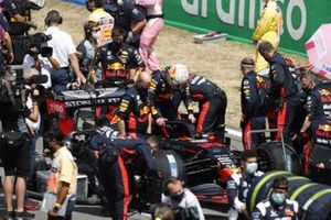Max Verstappen, Red Bull Racing RB16, on the grid