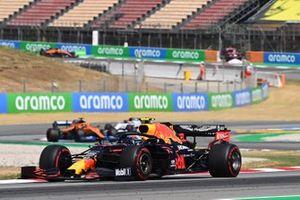 Alex Albon, Red Bull Racing RB16, leads Carlos Sainz Jr., McLaren MCL35