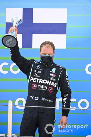 Valtteri Bottas, Mercedes-AMG Petronas F1 celebrates on the podium with the trophy