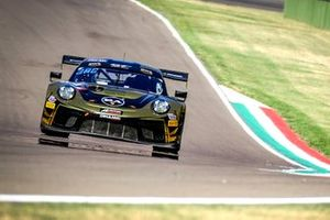 #67 Dinamic Motorsport Porsche 911 GT3-R: Roberto Pampanini, Ivan Jacoma, Mauro Calamia