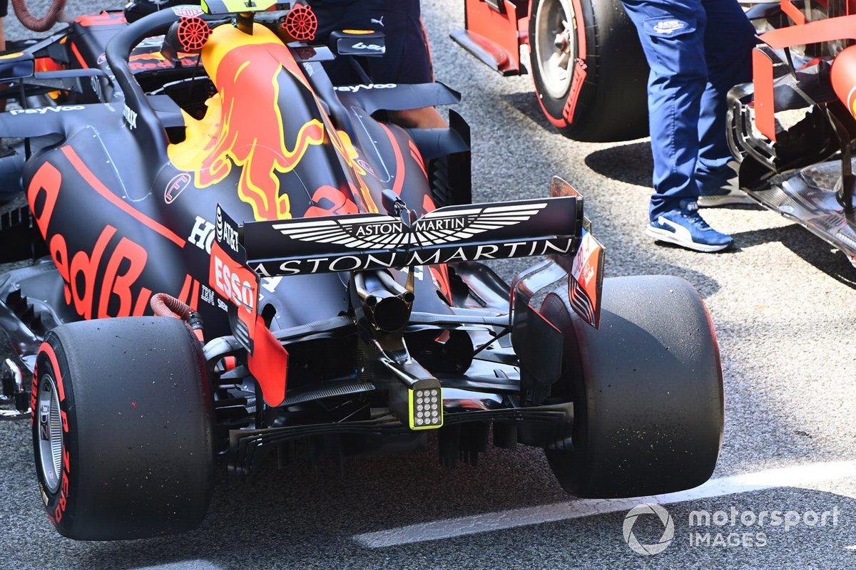 El monoplaz de Alex Albon, Red Bull Racing RB16, en Parc Ferme