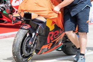 Pol Espargaro, Red Bull KTM Factory Racing, crash