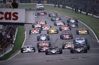 Ronnie Peterson, Lotus 79 Ford, and Mario Andretti, Lotus 79 Ford, lead the field at the start