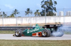 Riccardo Patrese, Alfa Romeo 184T, with smoke at the rear