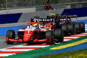 Oscar Piastri, Prema Racing, leads Bent Viscaal, MP Motorsport