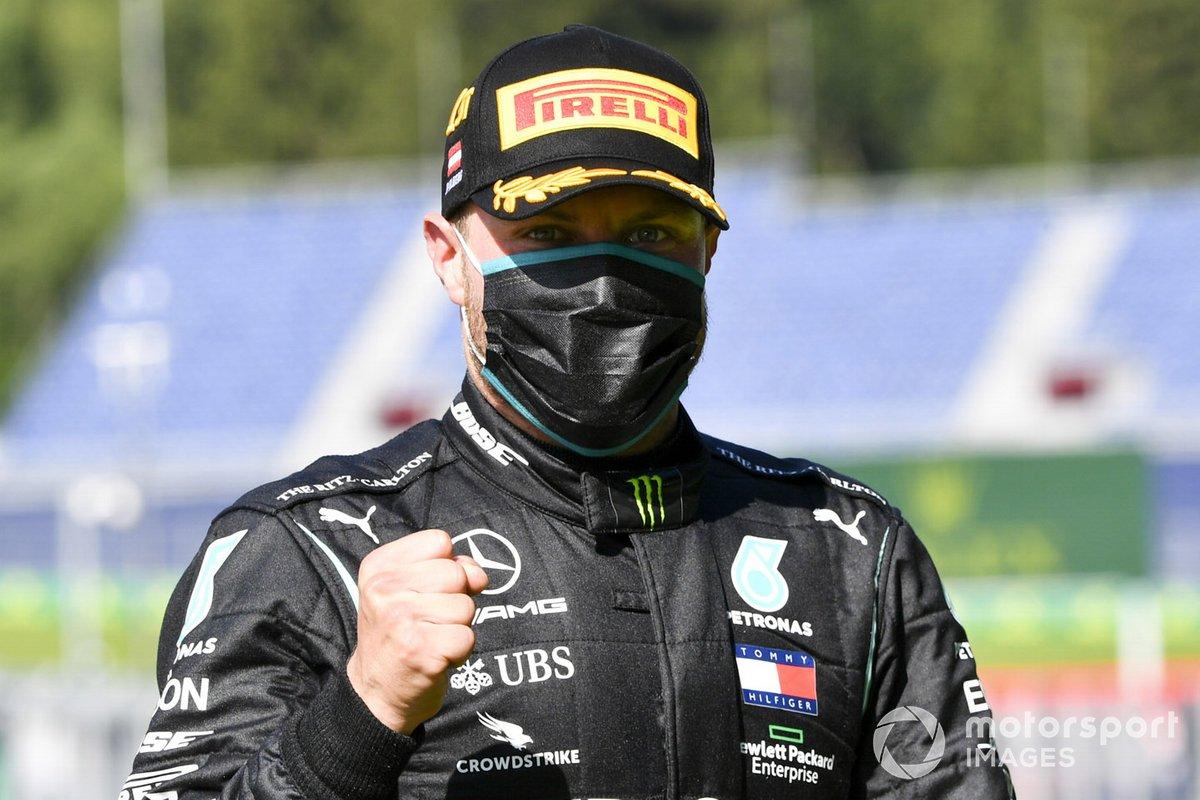 Il vincitore della gara Valtteri Bottas, Mercedes-AMG Petronas F1 festeggia in parc ferme