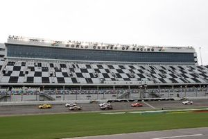 Start der GTLM-Klasse beim WeatherTech 240 in Daytona