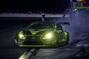 #12 AIM Vasser Sullivan Lexus RC-F GT3, GTD: Frankie Montecalvo, Townsend Bell, pit stop