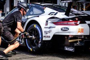 #88 Proton Competition Porsche 911 RSR: Vutthikorn Inthraphuvasak, Ricardo Sanchez, Lucas Legeret