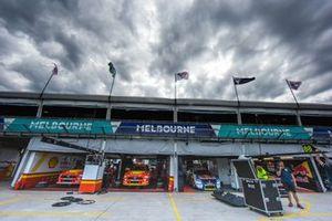 DJR Team Penske Ford, Triple Eight Race Engineering Holden