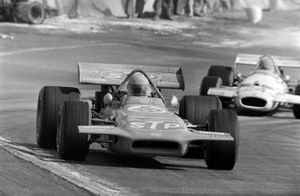 Mario Andretti, March 701 Ford, en Rolf Stommelen, Brabham BT33 Ford