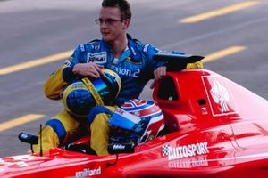 Tomas Enge gives a lift back to the pits to his closest rival Sebastien Bourdais