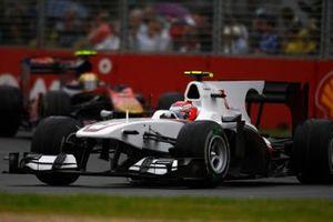 Kamui Kobayashi, BMW Sauber C29 Ferrari, precede Jaime Alguersuari, Toro Rosso STR5 Ferrari, GP d'Australia 2010