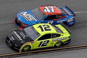 Ryan Blaney, Team Penske, Ford Mustang, Ricky Stenhouse Jr., JTG Daugherty Racing, Chevrolet Camaro