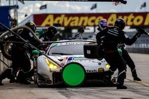 #63 Scuderia Corsa Ferrari 488 GT3, GTD: Cooper MacNeil, Toni Vilander, pit stop