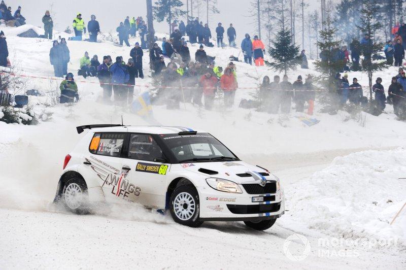 Der deutsche Hersteller bestreitet eine Vorbereitungs-Saison vor dem WRC-Einstieg. Mit dem schwächeren Skoda Fabia S2000 kann Ogier nicht um Gesamtsiege kämpfen, lässt seine Klasse aber immer wieder mit schnellen Zeiten aufblitzen. Parallel treibt er die Entwicklung des Polo R WRC voran.