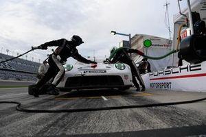 #911 Porsche GT Team Porsche 911 RSR - 19, GTLM: Nick Tandy, Fred Makowiecki pit stop